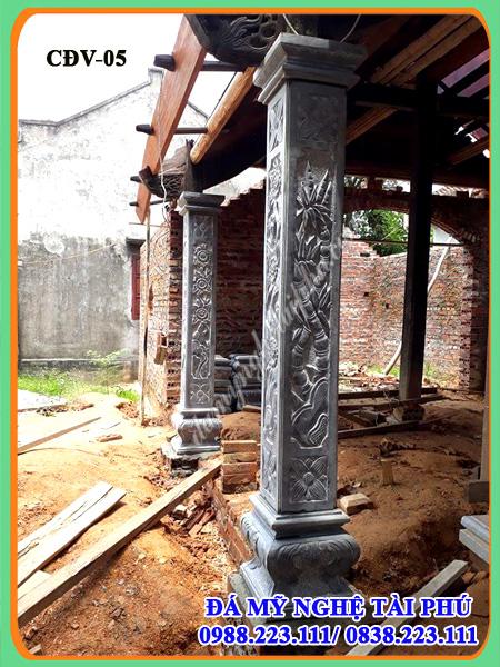 Cột đá nhà thờ