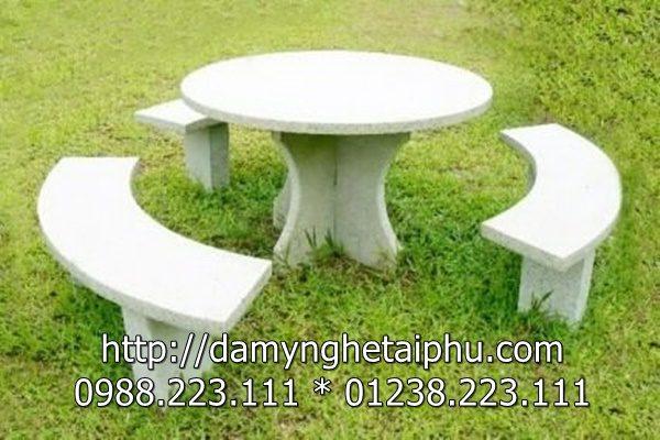 Bàn đá đẹp, mẫu bàn ghế đá đẹp bằng đá xanh tự nhiên nguyên khối tại Đá mỹ nghệ Tài Phú. Địa chỉ: Ninh Vân, Hoa Lư, Ninh Bình