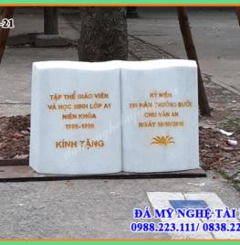 Bia đá kỷ niệm Trường Chu Văn An – Hà Nội