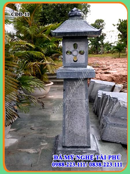 Mẫu đèn đá vuông trang trí sân vườn