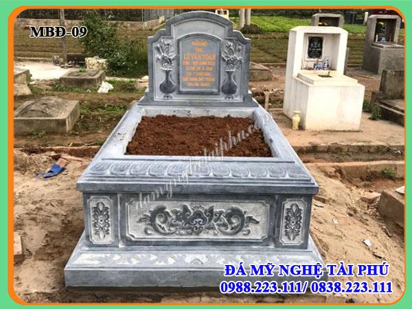 mặt trước mộ tam sơn