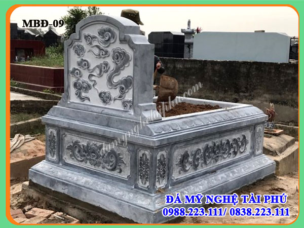 Mặt sau mộ đá