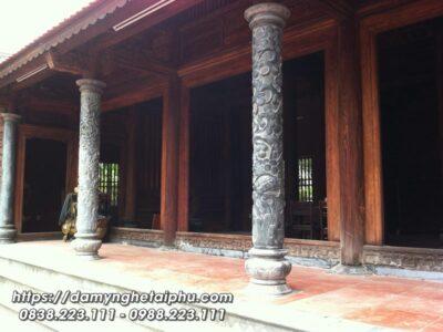 Cột đá tròn – Cột hiên nhà thờ gỗ cổ truyền 3 gian của Nhà thờ tổ/Từ đường